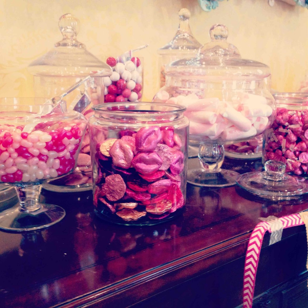Love this pink candy station