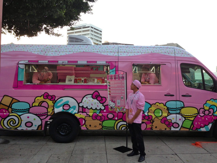 Hello-Kitty-Cafe-Truck