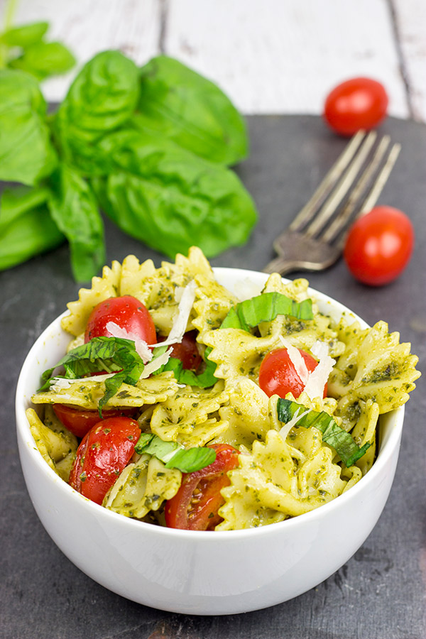 Pesto-Pasta-Salad-with-Grilled-Chicken-Healthy-Lunch-Ideas